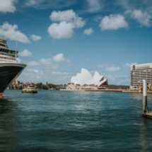 the-sydney-bay-with-the-opera-house-in-the-background_1216-538